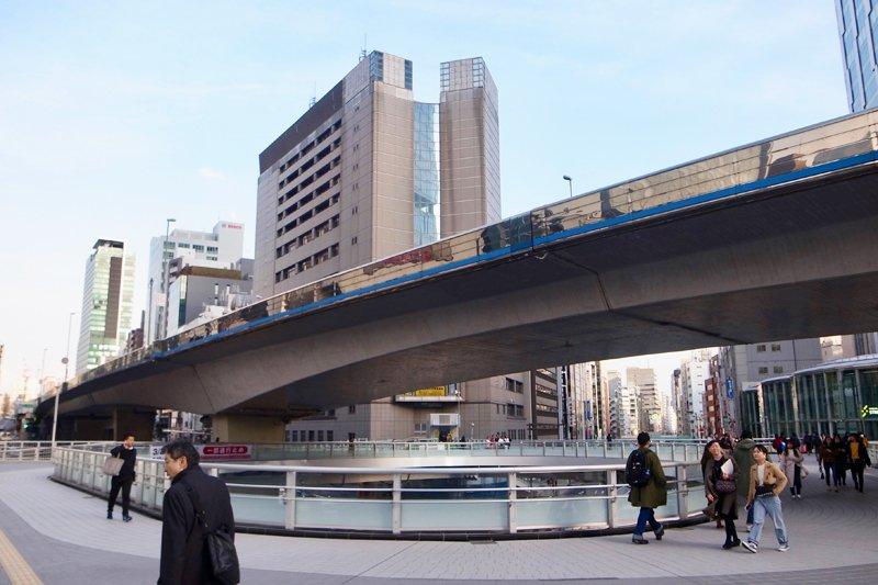 「渋谷署」交差点の歩道橋