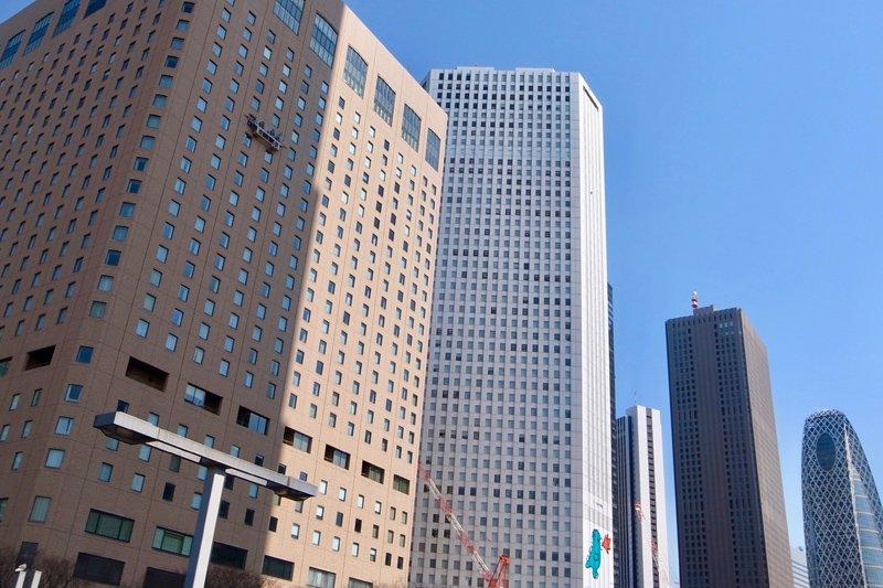 新宿西口エリアに並ぶ高層ビル
